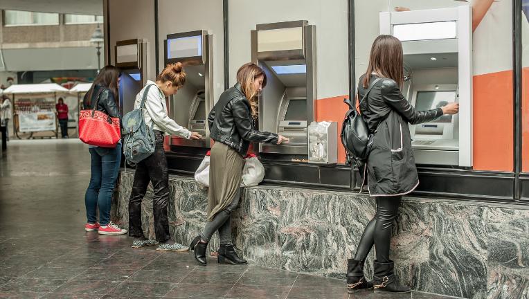 クレジットカードのスキミングは、ATMで目立つ