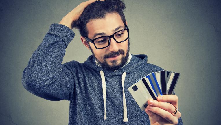 クレジットカードを作るデメリットは、借金につながる