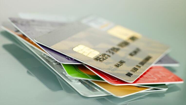 クレジットカードの捨て方はバラバラか別々かの2択