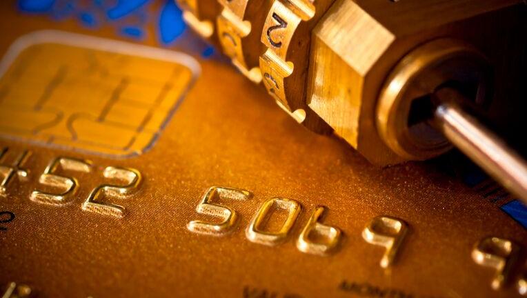 クレジットカードをアメックスにする際は、プロパーでないものがオススメ!