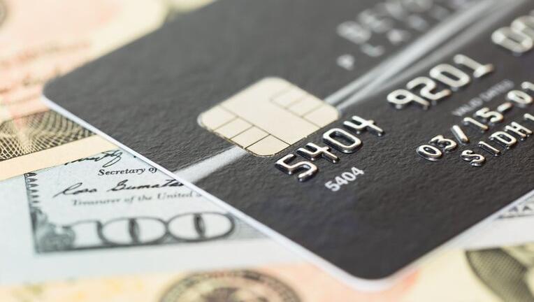 クレジットカードをブラックカードにするハードルは各社異なる
